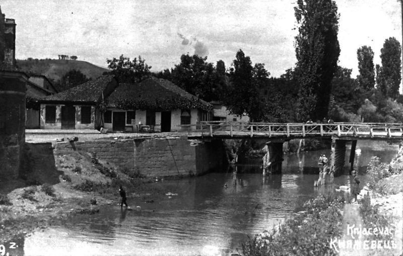 Некада дрвени, данас гвоздени мост на тргу Димитрија Туцовића