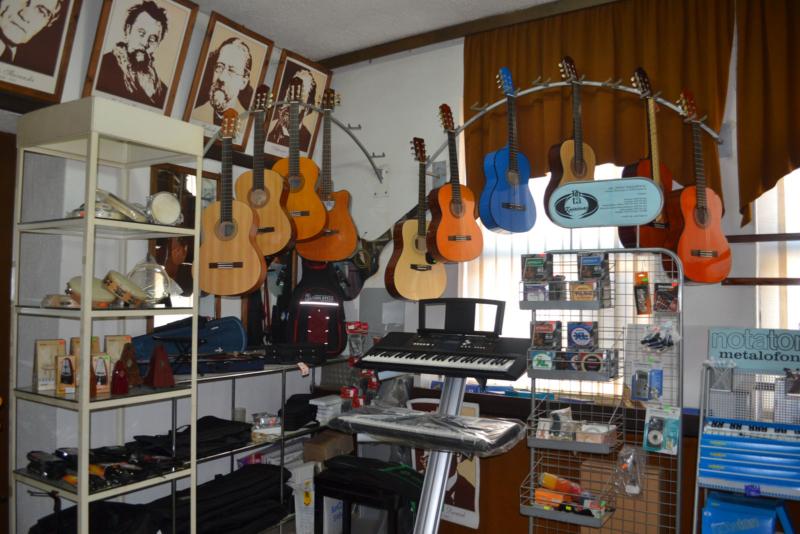 Продавница музичких инструмената и дидактичког материјала