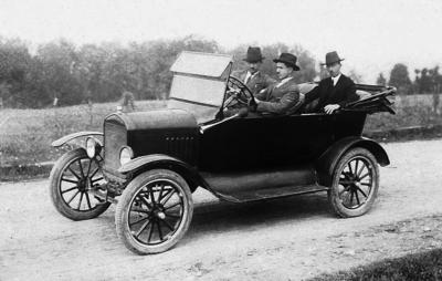 Први аутомобил у Књажевцу - Форд Т Драгомира Сибиновића