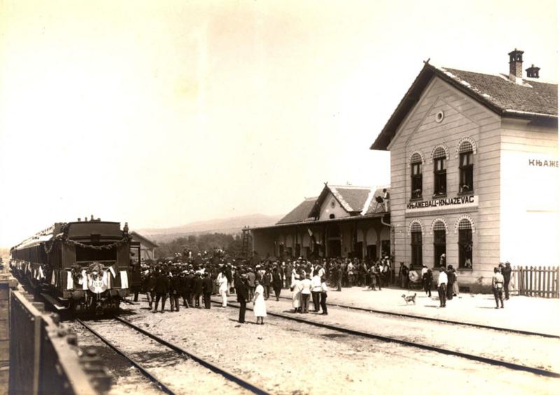 Први воз који је пругом из правца Ниша приспео у књажевачку станицу 1922.