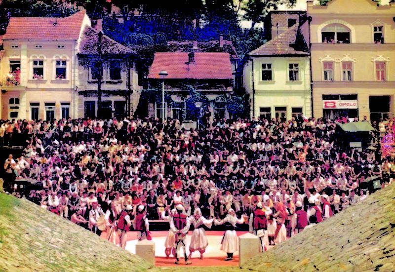 Сцена ФКМС на Тимоку у Спомен парку