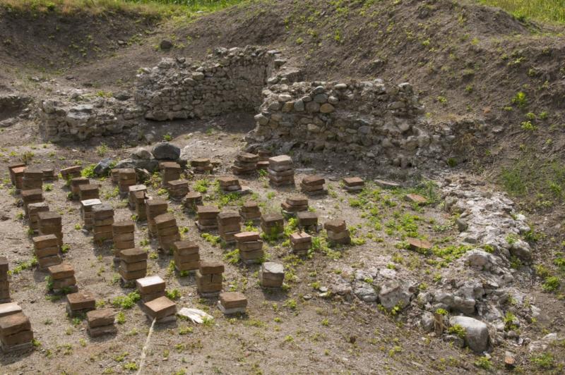Терме југозападно од утврђења са очуваним системом подног грејања хипокаустом